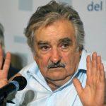 Pepe Mujica pide disculpas por patear perrito