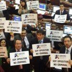 """Centro democrático obstaculiza """"amigo secreto"""" en el Congreso"""