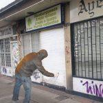 Grafiteros bogotanos de vanguardia ahora pintan paredes de blanco