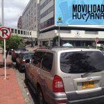 """Señal de prohibido parquear ahora indica """"permitido parquear"""" en Bogotá"""