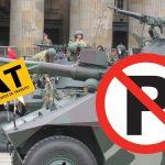 A los patios cuatro tanques de guerra por estacionar mal antes del desfile militar