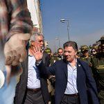 Santos le da consulado a mendigo que lo abordó hoy en centro de Bogotá