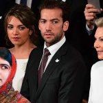 """Durante Nobel, Tutina conoce a Malala Yousafzai y le dice: """"ahora no monita, al regreso""""."""