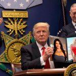 Orden ejecutiva de Trump obliga a reemplazar a Sofía Vergara por Pamela Anderson