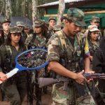 Aparecen raquetas matazancudos entre armas entregadas por Farc