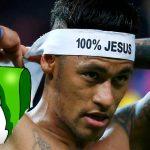 """Dios reconoce que """"poco o nada estoy pendiente del fútbol"""". Futbolistas cristianos desconcertados."""